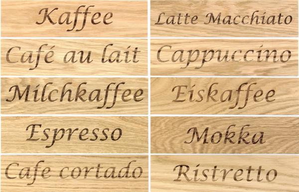 beschriftete Bretter Holzwand Kaffee Sorten Küche