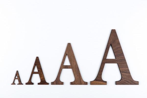 Holzbuchstaben Nussbaum